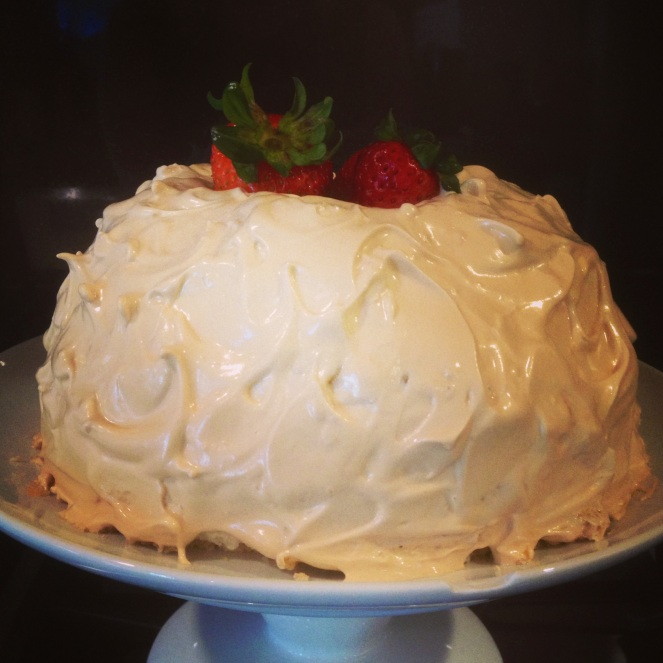 lemon meringue cake dessert